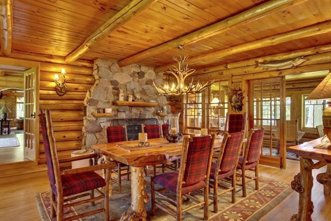dining room of 47585 Chapinwood Road in Cable WI