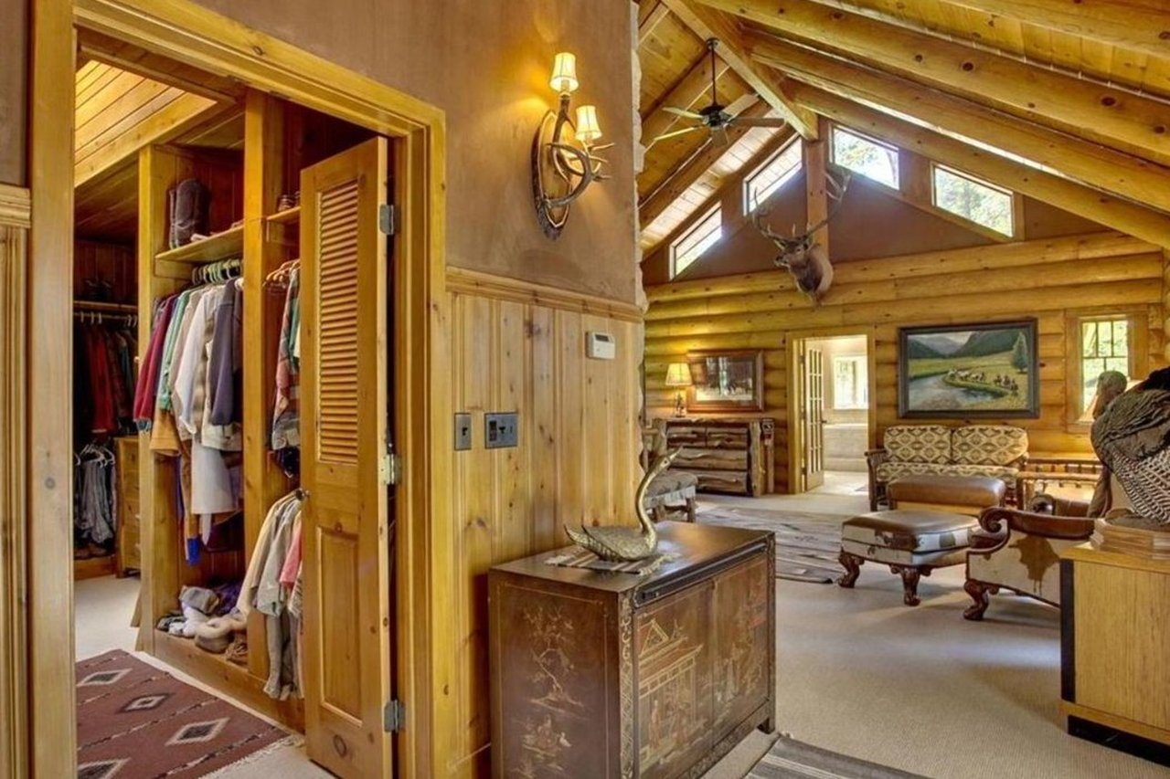 master suite of 47585 Chapinwood Road in Cable WI