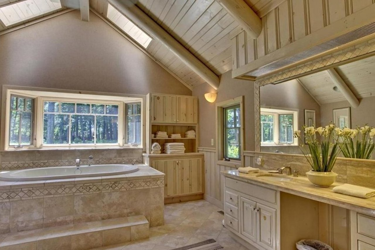 master bath of 47585 Chapinwood Road in Cable WI